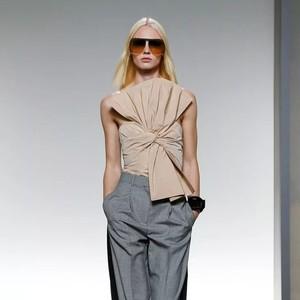 不仅小黑裙,Givenchy这条破洞牛仔裤我也想要拥有!
