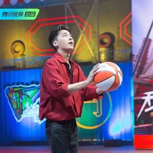 谁没喜欢过篮球场上挥洒汗水的热血少年呢?
