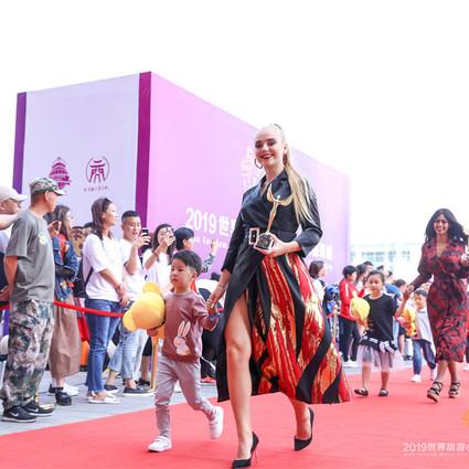 世界佳丽时尚商贸之旅  助推即墨服装闪耀全球 ――2019世界旅游小姐走进即墨国际商贸城