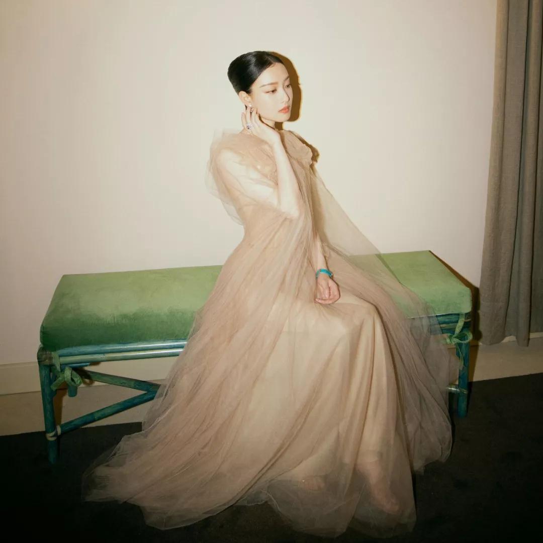 中国这两位女星去了威尼斯红毯,你觉得表现怎么样?