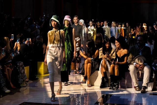 穿PRADA的蔡徐坤告诉我们,时装如何像金子一样纯粹!