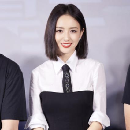 佟丽娅身着Prada亮相电影首映礼