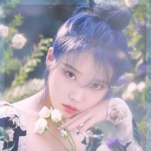 人间花仙子IU蓝发回归,你准备好尝试入秋新发色了吗?