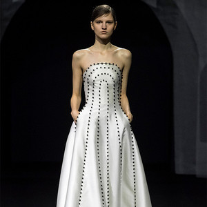 Atelier by FANG 首次在巴黎时装周呈现了 2019/20 秋冬级定制系列
