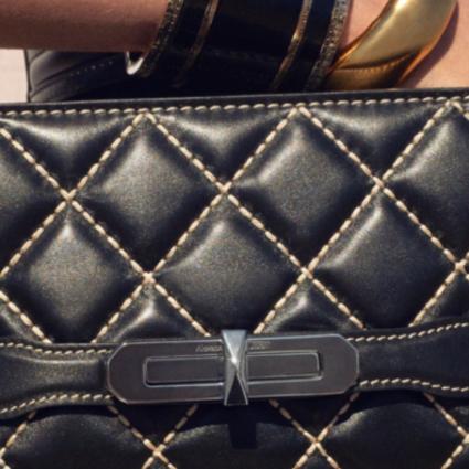 瞩目呈献Alexander McQueen全新手袋系列The Myth