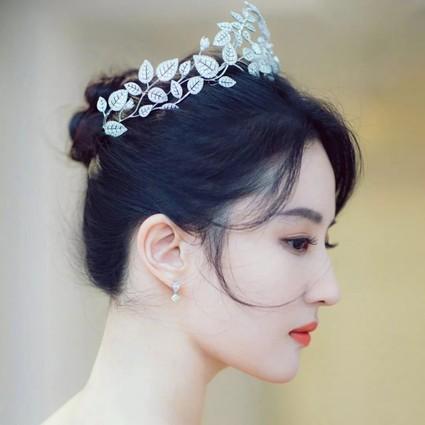 花钱也难上的热搜,刘亦菲凭什么一条黄裙就能登顶?