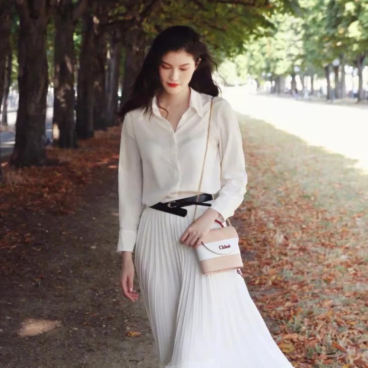 花木兰穿着小黄裙跑路了,何穗设计的小白裙长这样的啊?
