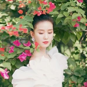 """金鸡奖上的刘诗诗不仅美得让人念念不忘,还用实力打破了""""卧蚕定律""""?"""