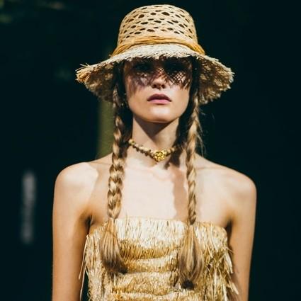 迪奥二零二零春夏成衣系列 拉菲酒椰纤维的独到美感