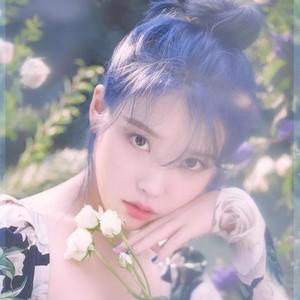 歌手IU回归,她保持水蜜桃感的细节是这个?