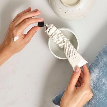 Selena也来打卡SafeHands挑战,今天你又洗了几遍手?