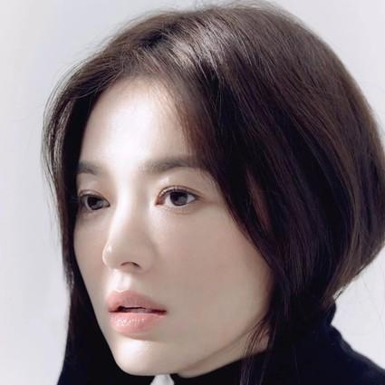 宋慧乔大概是天生的淡妆脸,要不然怎么化个素颜妆就年轻20岁?