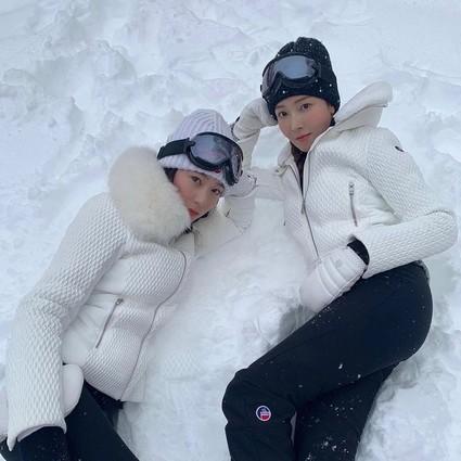 """化上""""心机懒人妆""""去滑雪,郑氏姐妹满足了我最近不能出门的幻想!"""