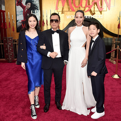 《花木兰》首映,甄子丹一家人穿Ralph Lauren真是整整齐齐