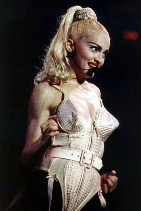 Raf Simons要接手Miu Miu?Jean Paul Gaultier迎来最后一场高定大秀!「每周时报」