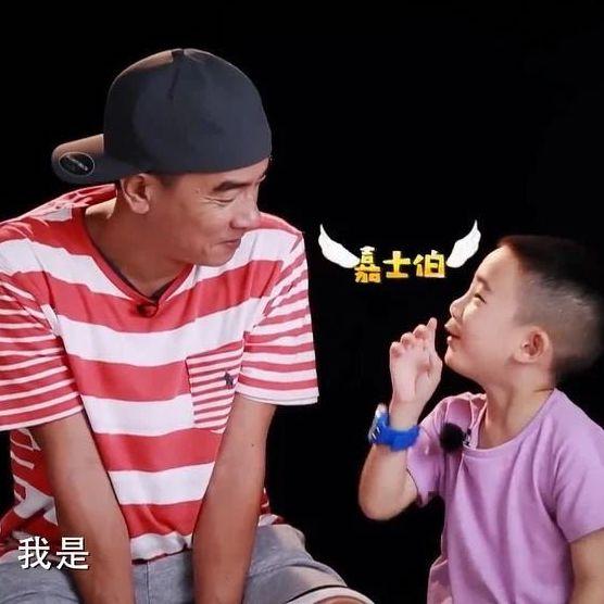 Jasper和饺子一块玩,谁是最可爱的小朋友?
