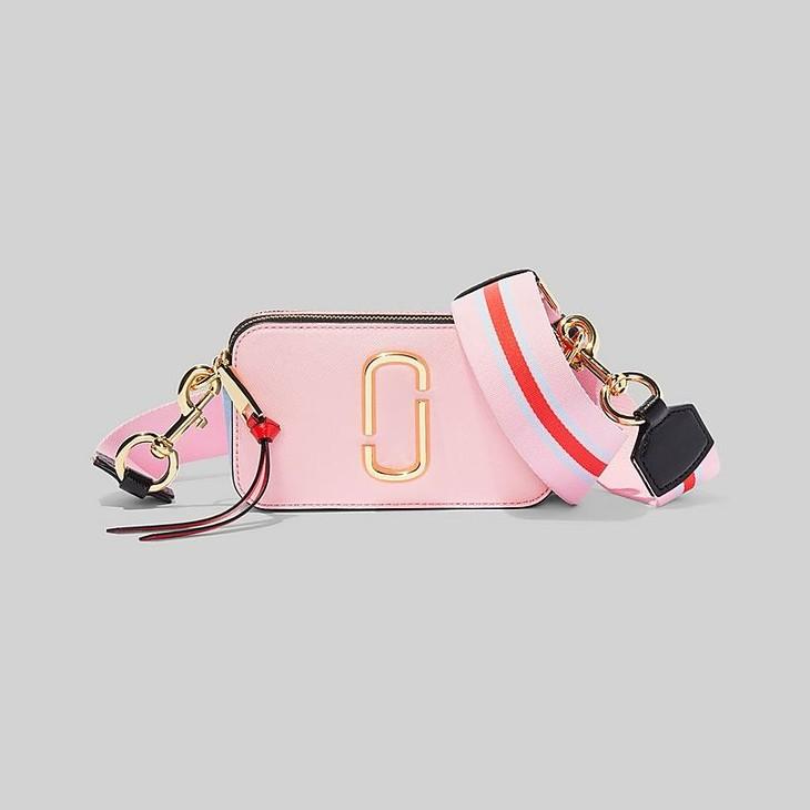 THE SNAPSHOT SMALL CAMERA BAG售价:3,650(裸粉色)