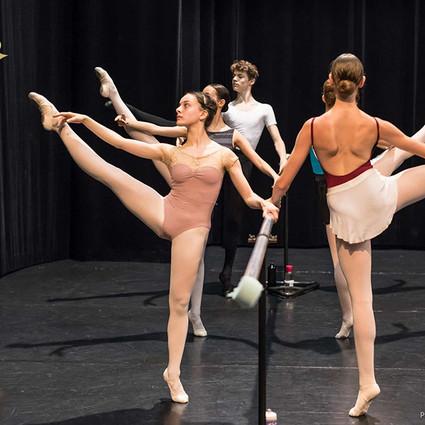 华高国际与瑞士巴塞尔剧院芭蕾舞学校及瑞士洛桑国际芭蕾舞比赛合作签约仪式在京举办