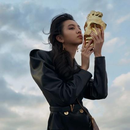 时尚芭莎全新电子杂志首发封面!Kōki,光希,追随光亮与希望奋力前行