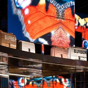 Burberry与腾讯合作将开设首家社交零售精品店