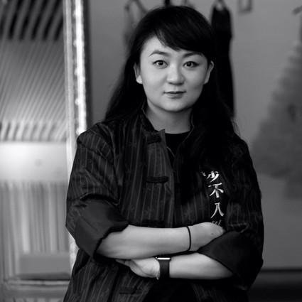 与麦昆和Galliano一起工作的中国姑娘,带着一个有趣的品牌回来了!