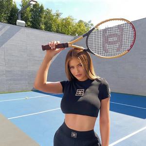 看完这篇,你会发现Kylie三万块的CHANEL网球拍根本不算什么……