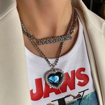 杨幂脖子上的Y2K项链,原来就是时髦精跟你的区别?