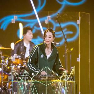 你只看到了郑希怡的唱跳?她的小脏辫不值得出圈吗!