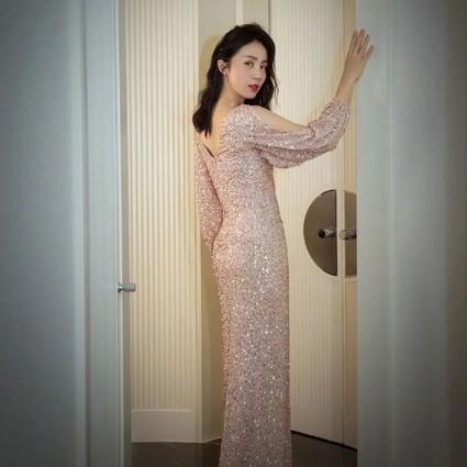 在黄磊妻子、多多妈妈身份之外,她还是多才多艺的演员孙莉