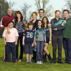 每个人都不完美,却拼凑出了记忆里最完美的《摩登家庭》