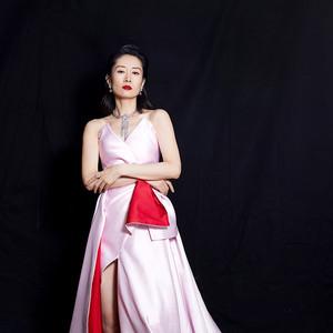 穿玫瑰裙的刘敏涛靠肩杀,是我心里的白月光了