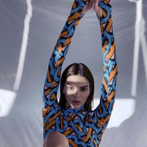 真假Kendall一起拍广告了?太空味儿的香水你想闻吗?【每周时报】