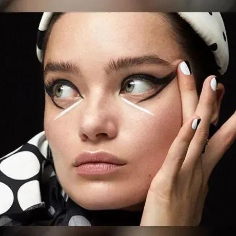 誰說黑白配色落伍,康康大片的眼妝有多洋氣!