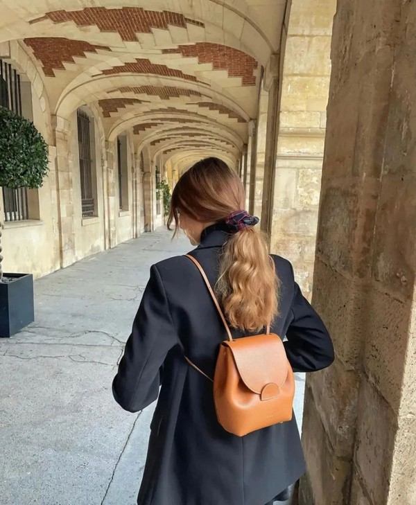 听说,小个子女生这样选包包可以拔高10公分