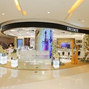 黛珂全球新形态概念店亮相上海国金中心