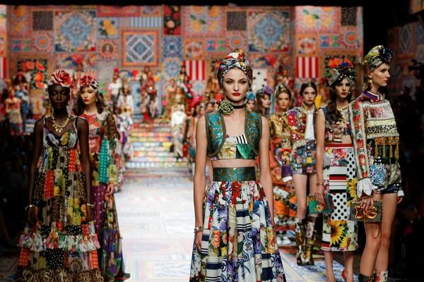 C:UsersrendsDesktopFINALEDolce&Gabbana_woman fashion show ss21_FINALE (2).jpg