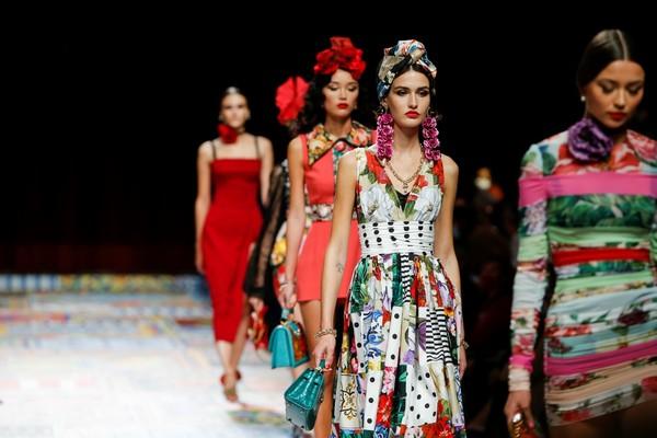 C:UsersrendsDesktopFINALEDolce&Gabbana_woman fashion show ss21_FINALE (5).jpg