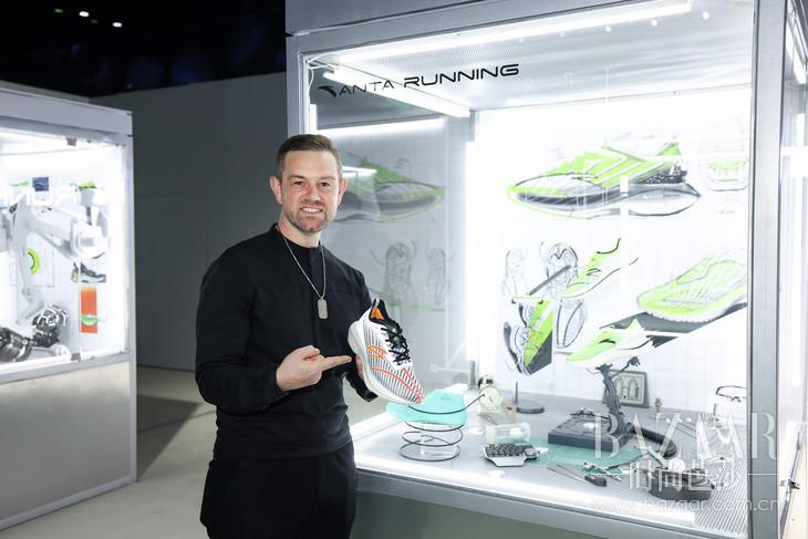 2:安踏创意总监Robbie Fuller现场揭露三碳板鞋C100 ADV及C202 GT全掌立体碳板鞋