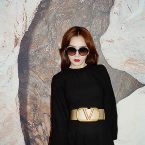 VALENTINO 正式宣布秦岚成为品牌眼镜代言人