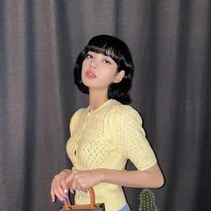 Lisa亲身示范,短发女生真的可以性感又可爱!