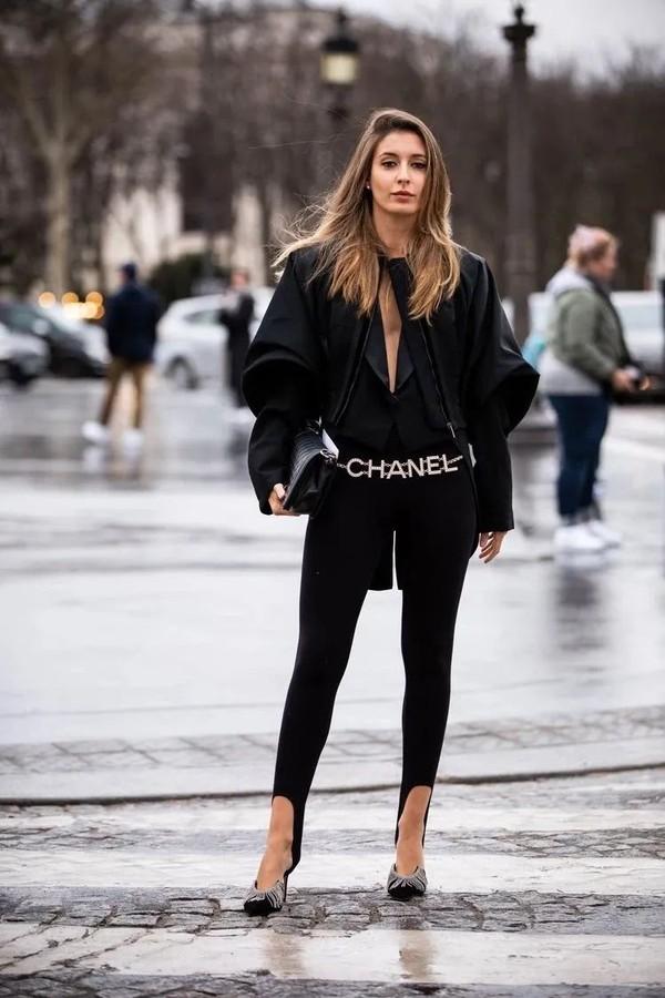 时尚圈的女孩不穿光腿神器穿什么?