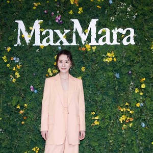 Max Mara 2021春夏新品发布,重启文艺复兴美学