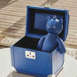 万宝龙于520特别推出全新亮蓝色系列