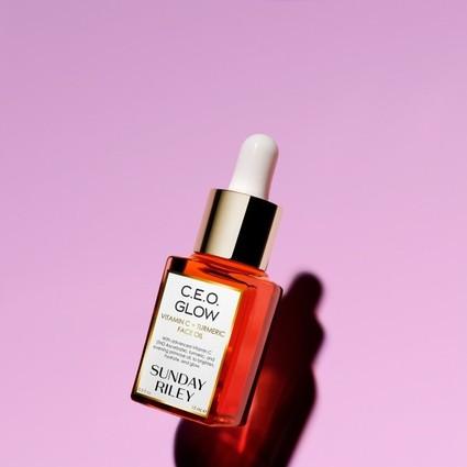 北美网红护肤品牌 Sunday Riley 首次推出中国新春限量版产品,包装展现与中国传统元素碰撞的独特魅力