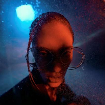 入戏THE OWNER 正式发布首部时尚短片《无线叙视》