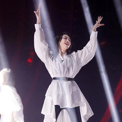 谁不想活成刘敏涛这样,用人格在穿衣?