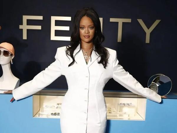 Fenty停运,Rihanna粉丝:嗅到了R9的味道?