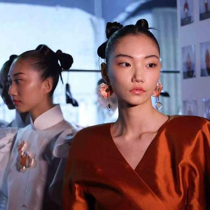 旗艺2021秋冬系列登陆中国国际时装周