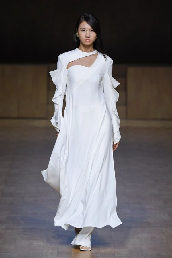 A person wearing a white dressDescription automatically generated