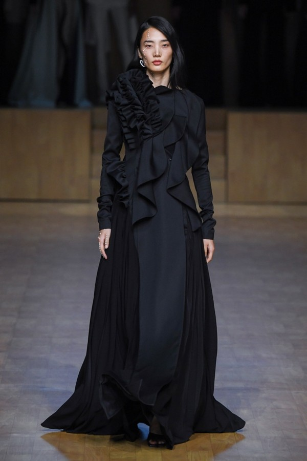 A person in a long black dressDescription automatically generated with medium confidence